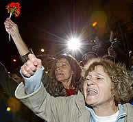 Militantes socialistas en Ferraz. VEA MÁS IMÁGENES (AFP)