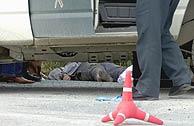El cadáver de Encarnación Rubio yace en el suelo tras el atropello. (EFE)