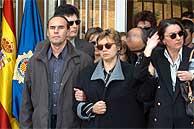 Los familiares de Javier Torronteras, en el funeral. (EFE)