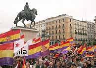 Un grupo de manifestantes reivindica en Madrid la tercera república (EFE)