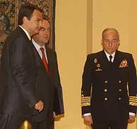 Zapatero, con Bono, momentos antes de hacer el anuncio. (Jaime Villanueva)