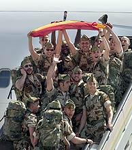 Parte del último grupo de militares que partió de Almería a Irak el 5 de abril. (EFE)
