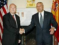 Miguel Ángel Moratinos y Colin Powell. (EFE)