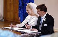 Ceremonia civil del príncipe Friso y Mabel Wisse Smit en el ayuntamiento de Delft. (AFP)