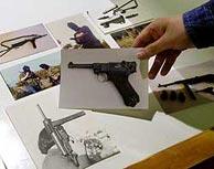 Fotos expuestas en la muestra sobre ETA. (Carlos García)