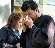 Los padres de Ronny Tapias, tras escuchar la sentencia. (EFE)