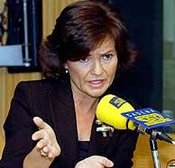 Carmen Calvo, mientras anunciaba estas medidas. (EFE)