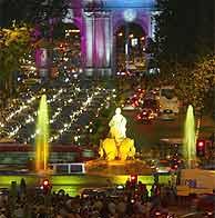 Imagen del atasco en la Plaza de Cibeles. (EM)