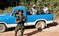 Los paramilitares controlan todas la carreteras de salida de Colombia.