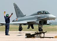 Uno de los Eurofighter que ha aterrizado en la base de Morón. (EFE)