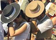 Dos romeros en la misa del Rocío. (EFE)