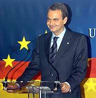 Zapatero, satisfecho tras alcanzar el acuerdo sobre la Constitución. (EFE)