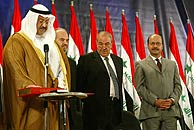 El presidente de Irak, Al Yauar, junto a otros miembros del nuevo Gobierno. (AP)