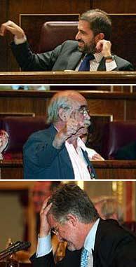 Labordeta (en el centro) se dirige a Carlos Aragonés (arriba), que gesticula. Mientras, Marín, se desespera. (EL MUNDO)
