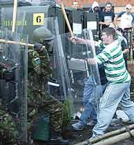 Enfrentamiento en Irlanda del Norte. (AP)