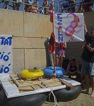 La patera 'Zapatera' del Movimiento de Apoyo Zapatista. (Ch.M.)