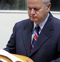 Slobodan Milosevic ante la Corte Penal Internacional. (AP)