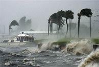 El 'Frances' a su paso por Jensen Beach en Florida. (AP)