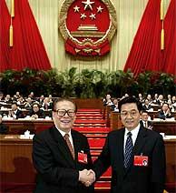 Jiang Zemin (izda.) y Hu Jintao, en marzo de 2003. (AFP)