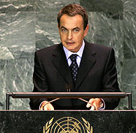 Zapatero durante su discurso. (AFP)