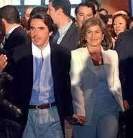 Aznar, junto a Ana Botella, a su llegada hoy al Congreso. (EFE)