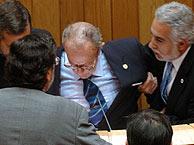 Manuel Fraga, en el momento del desvanecimiento. (EFE)