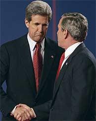 Kerry y Bush, tras el debate. (AP)