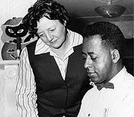 Betty y Barney Hill en una imagen de 1966. (Foto: AP)