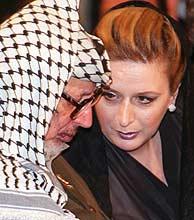 Yasir Arafat y su esposa, Suha, en una imagen de archivo. (Foto: AP)