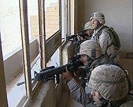 Marines durante un combate en Faluya. (Foto: REUTERS)