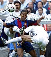 Imagen de archivo de un Barça-Real Madrid. (Reuters)