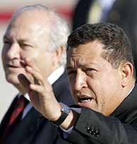 Moratinos y Chávez, el pasado fin de semana en Madrid. (AP)
