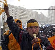 Manifestantes en las calles de Kiev. (AP)