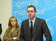Ruiz-Gallardón, en la apertura de la agencia. (FOTO: Julio Palomar)