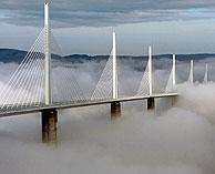 Vista del puente en un día de niebla. (Foto: AP) Vea más imágenes   Gráfico