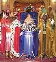 Los Reyes Magos de Oriente, Melchor, Gaspar y Baltasar, junto a sus pajes. (Foto: Pablo Viñas)