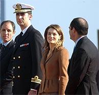 Los Príncipes de Asturias presidieron el acto junto al minsitro de Defensa, José Bono (D.). (Foto: EM)