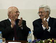 El presidente de la ANP y el primer ministro, en la ceremonia. (Foto: AP)