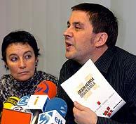 Otegi y Goirizelaia, cuando se presentó el texto de Anoeta. (Foto: EFE)