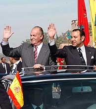 Juan Carlos I y Mohamed VI saludan en Marrakech. (Foto: EFE)