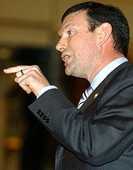 Ibarretxe durante su intervención ante el Congreso. (Foto: EFE)