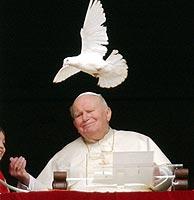 Juan Pablo II durante su última aparición pública, el pasado domingo. (Foto: EFE)