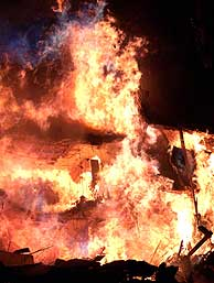 El Windsor, en llamas. (AP)