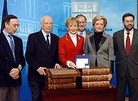 Los expertos, con Fernández de la Vega. (Foto:EFE)