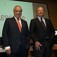 Martín Villa (izda.) y Díez Polanco, en la sede de Sogecable. (Foto: Kike Para)
