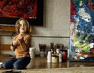 La pequeña Marla, en su 'estudio'. (Foto: AP)