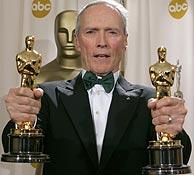 Clint Eastwood, con sus dos Oscar. (Foto: REUTERS)