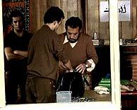 La recreación de cómo se montaron las bombas ha sido rodada en el interior de la casa de Morata de Tajuña.