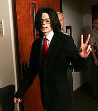 Michael Jackson, a la entrada del juzgado. (Foto: EFE)