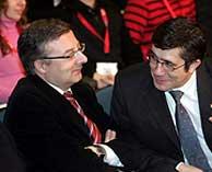 Patxi López y José Blanco, durante el Congreso de los socialistas vascos. (Foto: David de Haro)